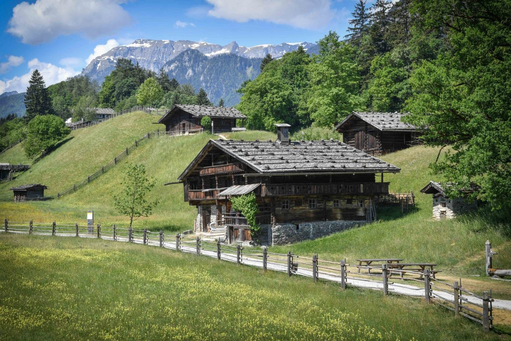 """Auf den neu kreierten Routen, genannt """"KulTOUR"""", entdeckt man zu Fuß, per Rad oder mit dem Bus (Hopp on-hopp off) die kulturellen Highlights des Alpbachtals."""