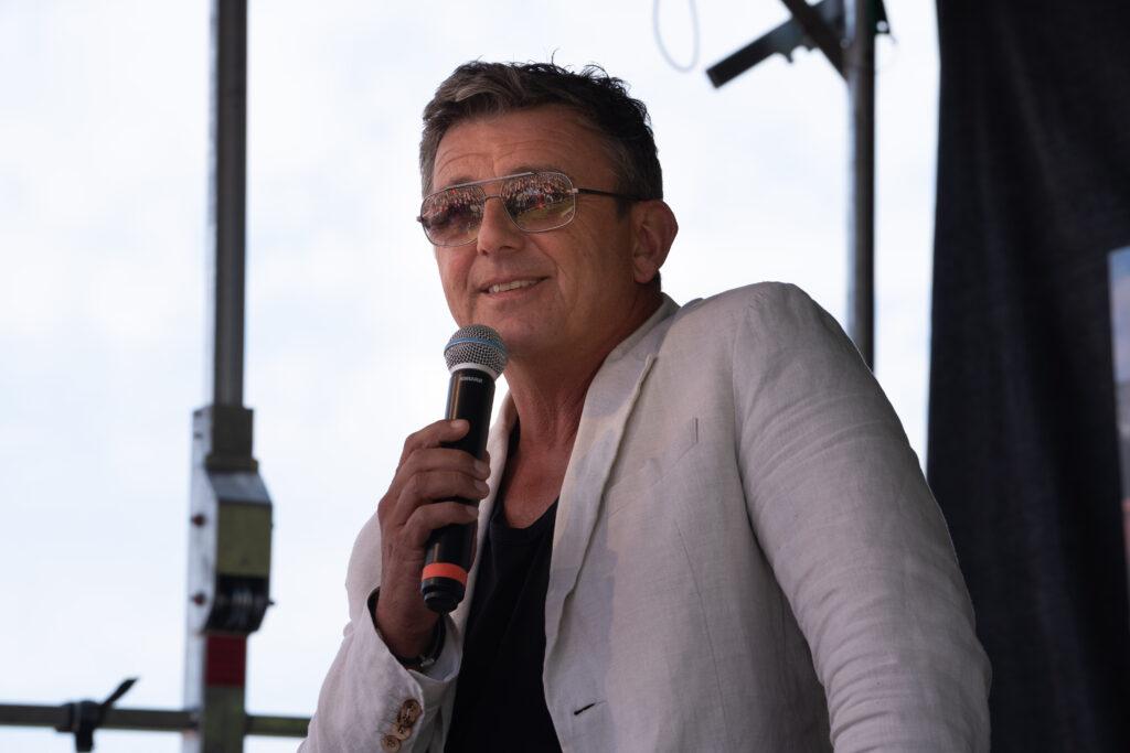 Hauptdarsteller Hans Sigl beim Bergdoktor-Bergfest in Hochsöll